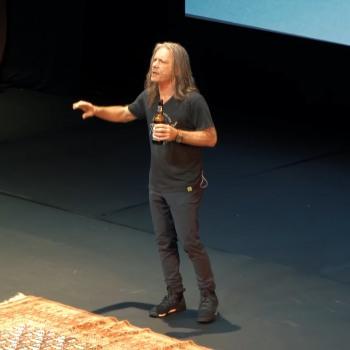 Ο Bruce Dickinson τραγουδάει το Revelations στην Αθήνα